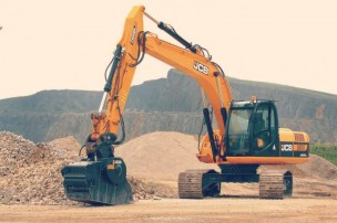 Ways-Of-Turning-Loader-Into-A-Powerful-Excavator
