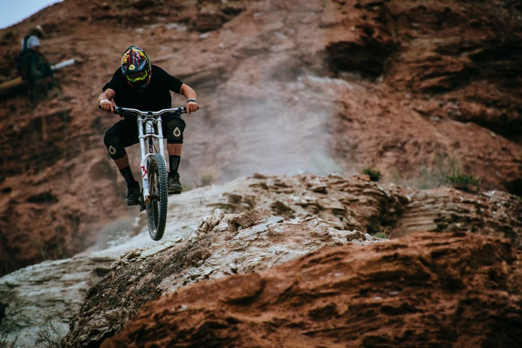 mountain-bike-dirt-jumping