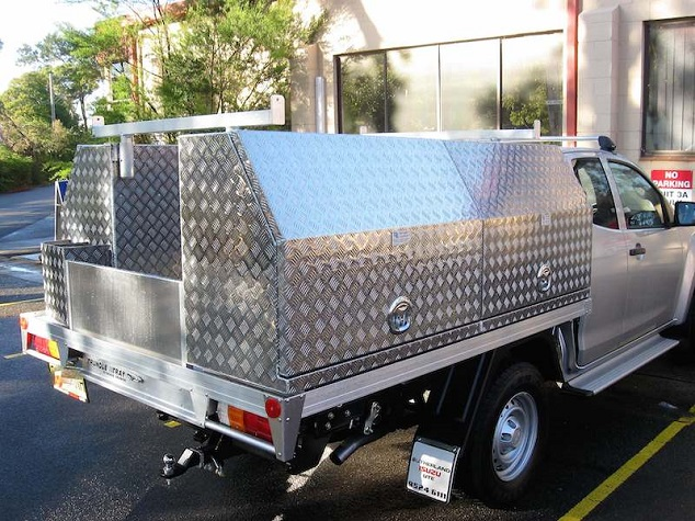 picture of an Ute with an aluminum toolbox